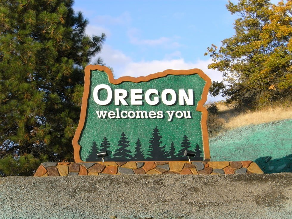 """Sign reading """"Oregon Welcomes You"""""""